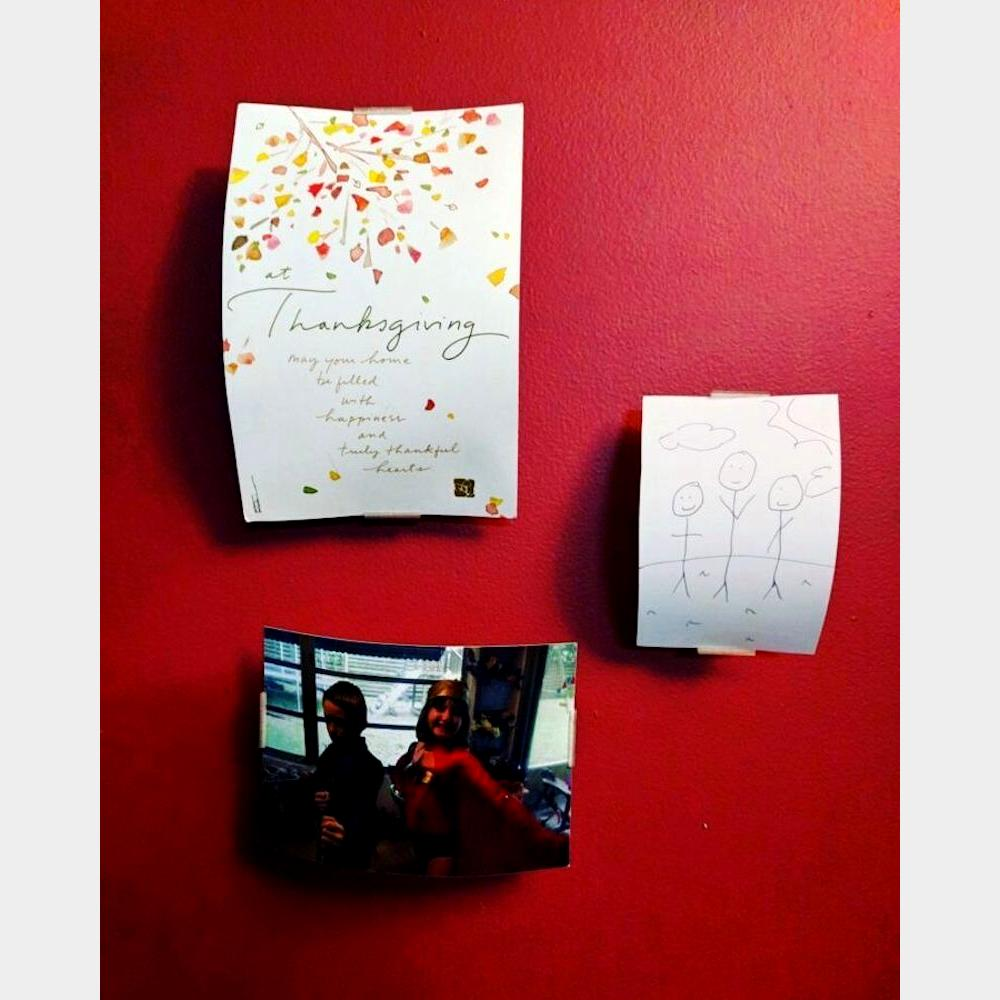 Simplistic photo wall hanger in use_clipped_rev_1
